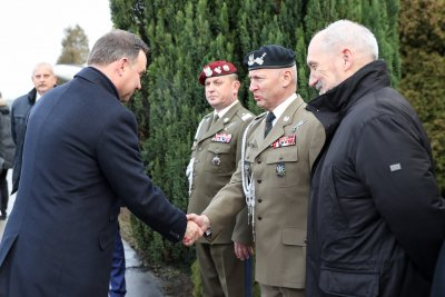 President Duda meets with soldiers, conveys season's greetings