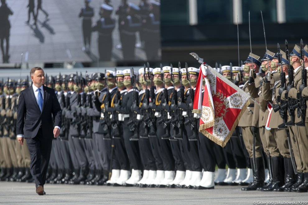 President receives supreme command of armed forces